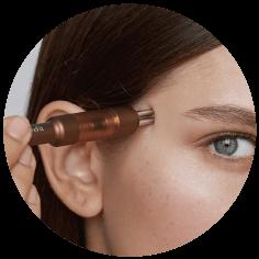 肌の面に対して垂直方向に当て、ゆっくり押します。| Face-Pointer フェイスポインター