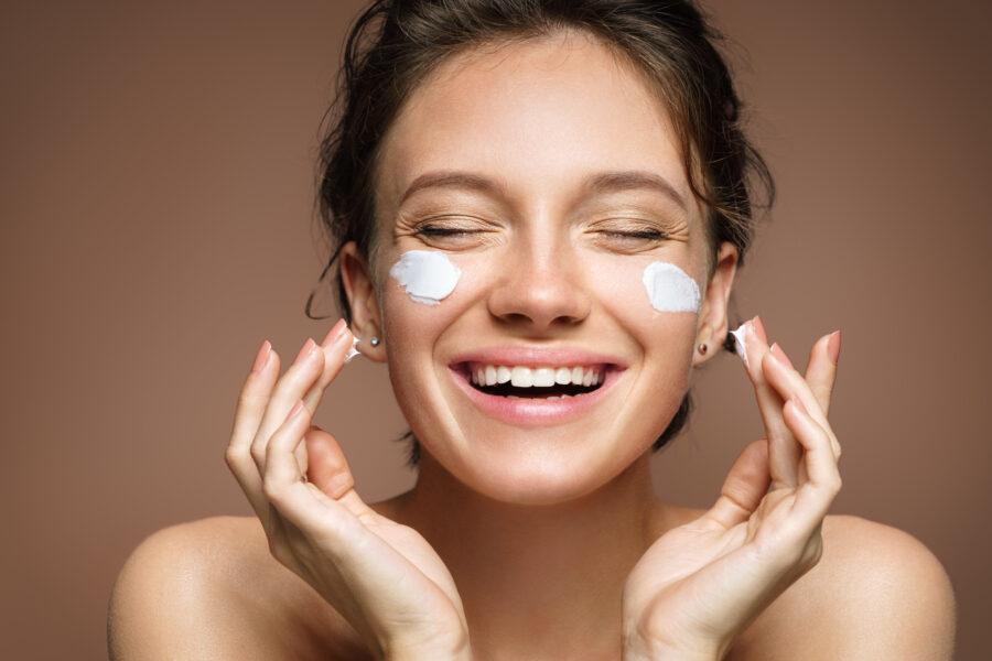 【もう失敗しない】乾燥肌を潤い肌へ導く化粧水の正しい選び方とは?