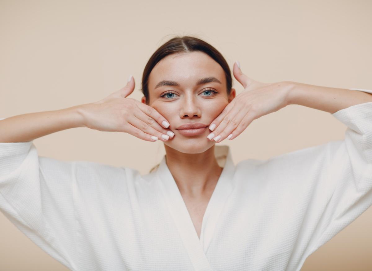 小顔になりたい人は今すぐチェック!手軽にできる整顔テクニック&美容グッズ-3